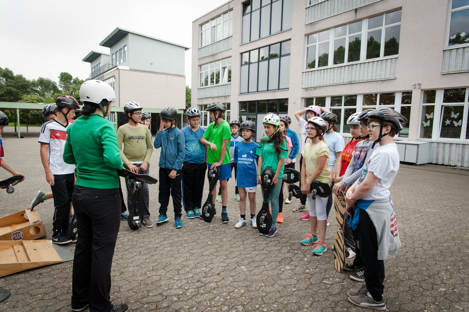 Gruppeneinweisung von Schülern für die Funwheelgeräte