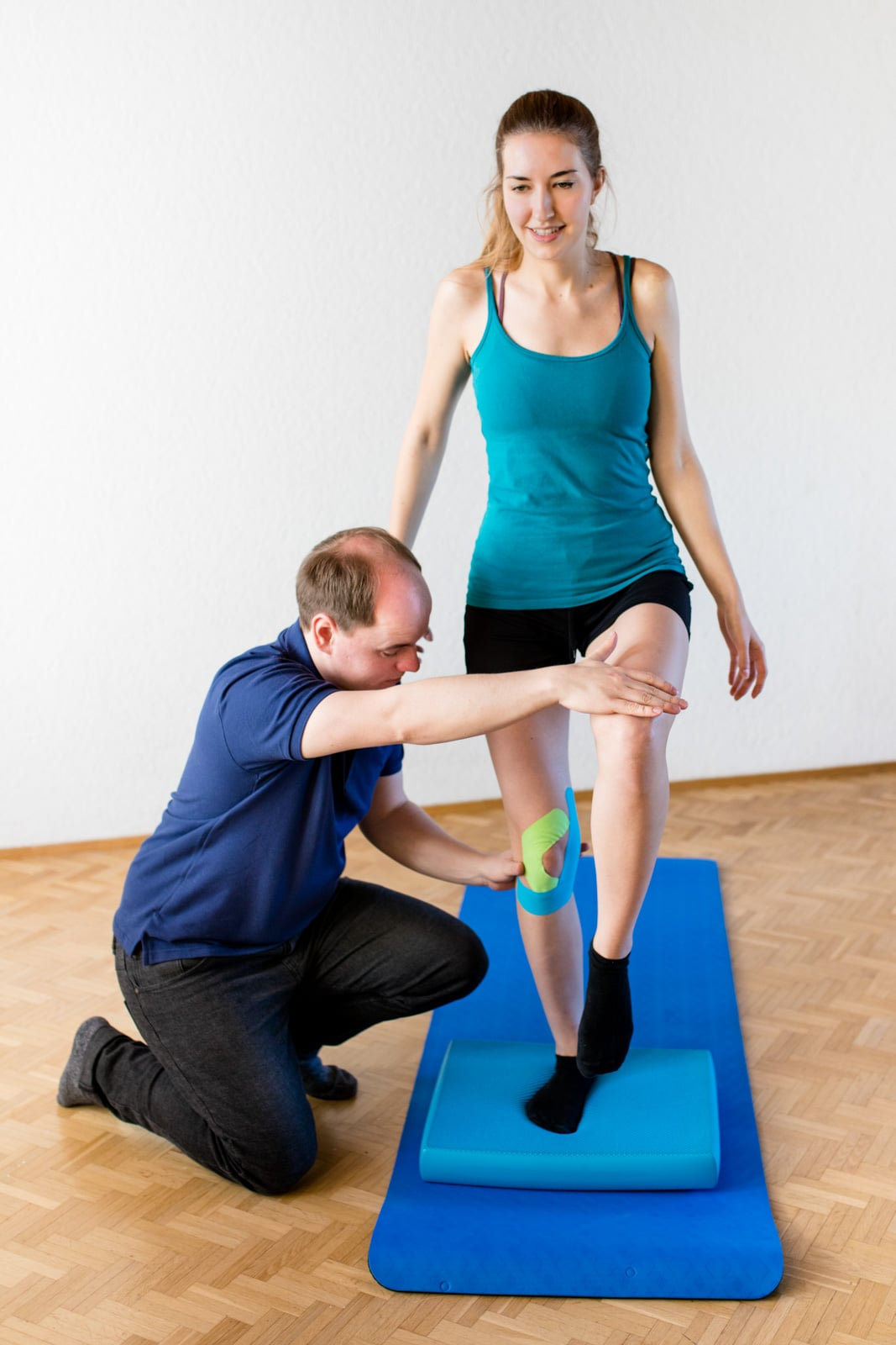 Katharina-Zwerger-Fotograf-Fotografin-Andreas-Kiecksee-Physiotherapie-Gewerbefotografie-Eventfotograf-timeescape-portraitfoto-mitarbeiterfoto-darmstadt-wiesbaden-hessen