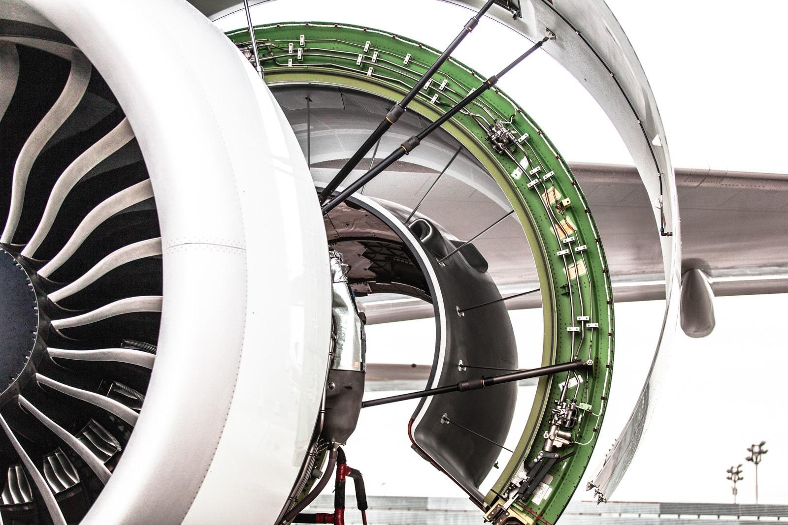 Triebwerk aufgeklappt einer Boeing