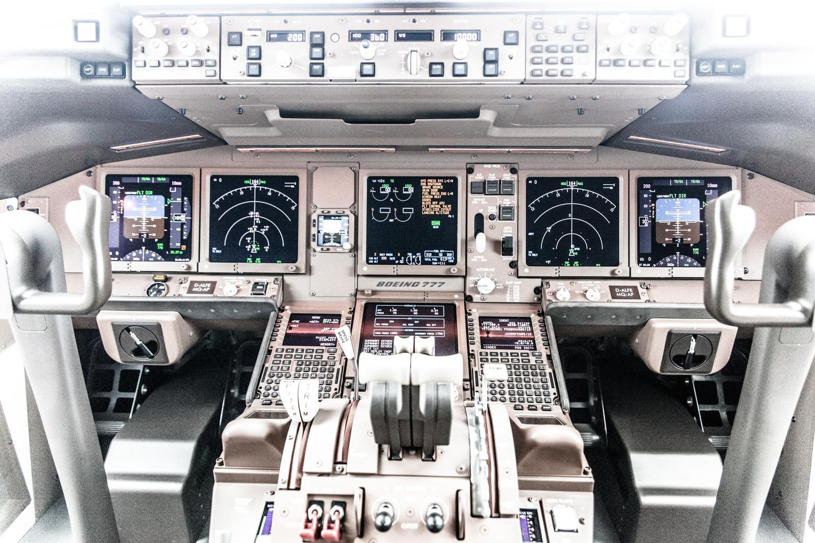 Cockpit einer Boeing der Lufthansa Cargo in Seattle