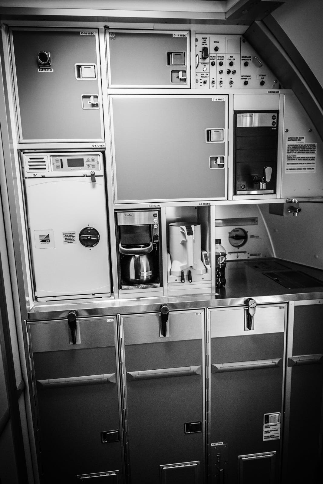 Die Flugzeugküche einer Boeing der Lufthansa Cargo