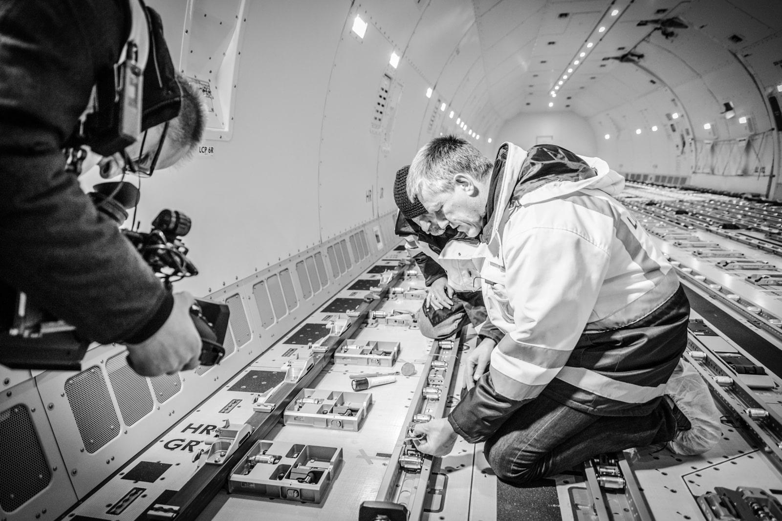 Dreharbeiten im Laderaum einer Boeing für Pilotseyetv