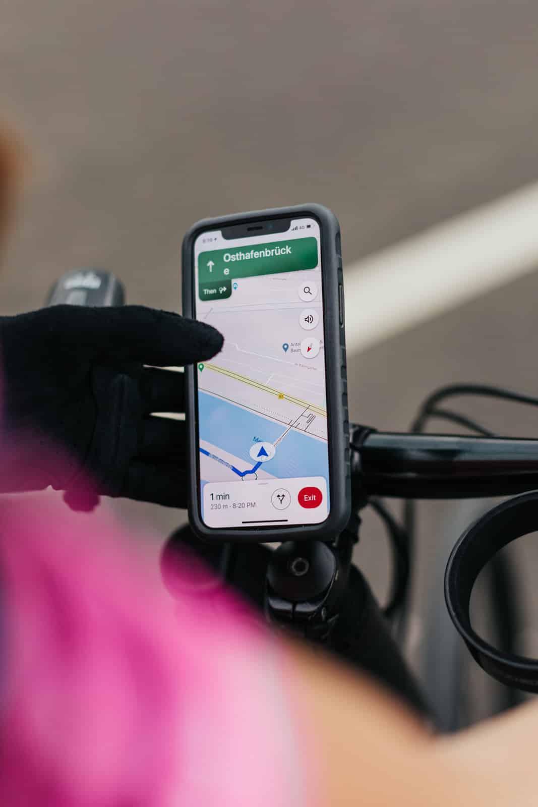 Handynavigationnutzung auf dem Fahrrad